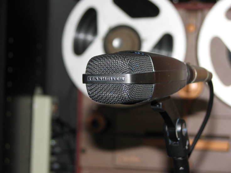 picture of Sennheiser MD421 microphone in Reel2ReelTexas.com's vintage recording collection