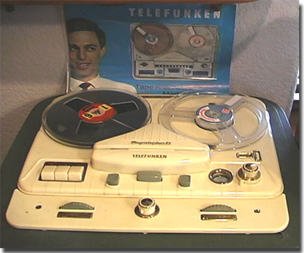 picture of Telefunken Magnettophon 85 with Telefunken brochure